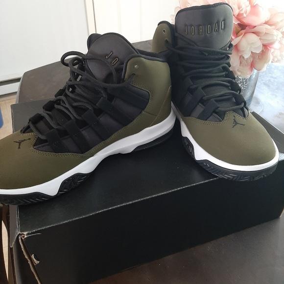 Jordan Shoes | Max Aura Olive Green